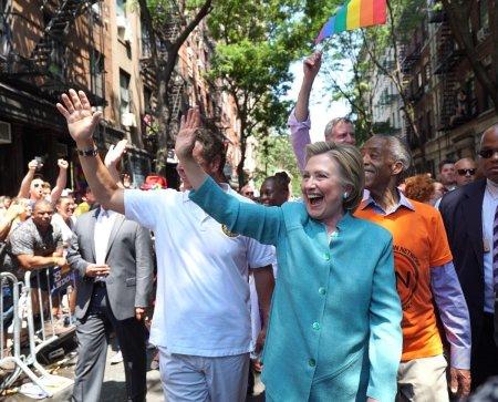 hillary clinton nyc gay pride 2016 smile